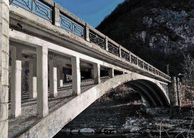 """Ponte sul Brenta lungo la SP76 """"Valgadena"""" a Primolano"""